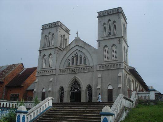 Eglise-catholique-mediocre-ekofo-mosengwo